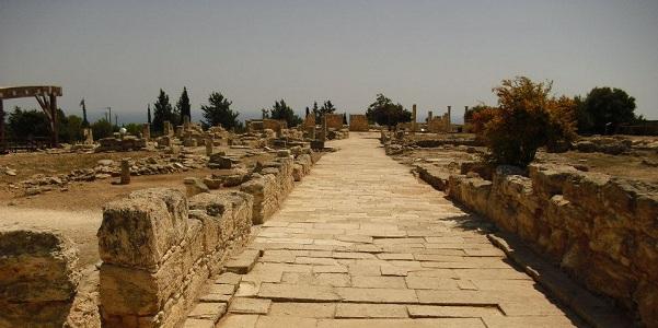 Tra la casa di Teseo e quella di Orfeo, Pafos