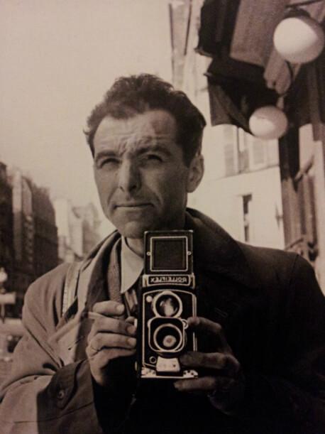 xDoisneau 1 Autoritratto con Rolleiflex 1953 marzo